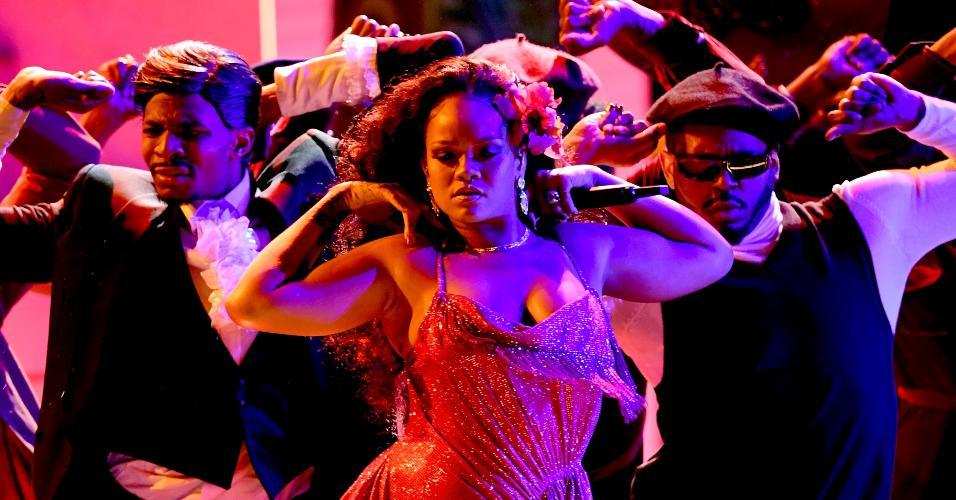 Rihanna se apresenta no palco do Grammy 2018