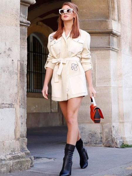 O casaco-vestido também já foi adotado por Marina Ruy Barbosa - Reprodução/Pinterest
