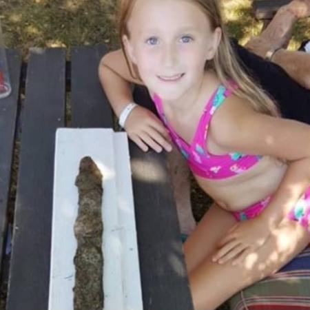 Saga, de 8 anos, encontrou artefato de 1,5 mil anos enquanto brincava na água - Arquivo Pessoal