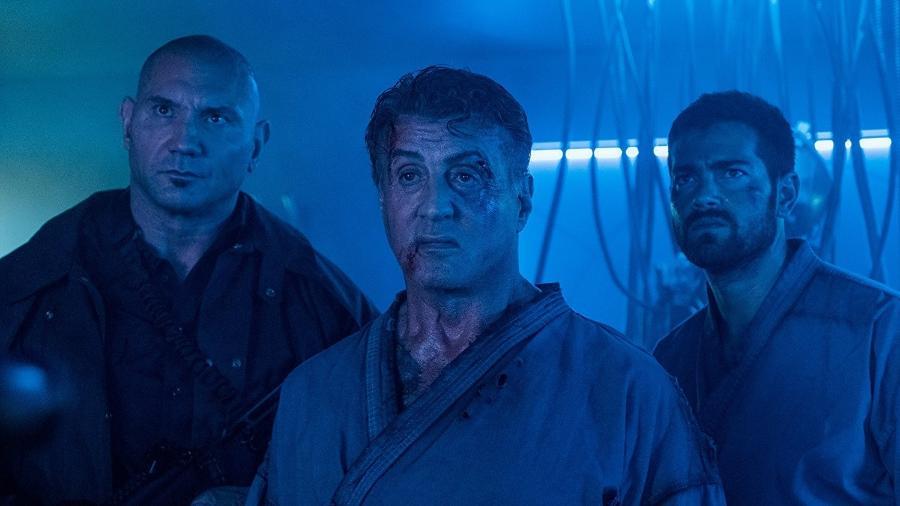 """Sylvester Stallone, Jesse Metcalfe e Dave Bautista em cena de """"Rota de Fuga 2"""" - Reprodução"""