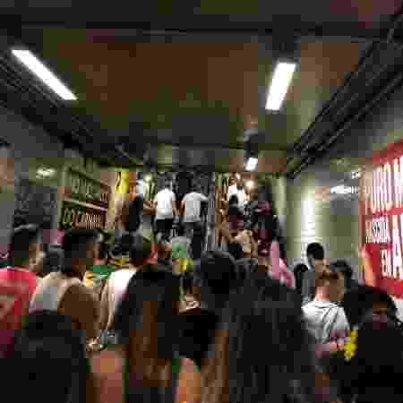 Movimentação intensa no metrô - UOL