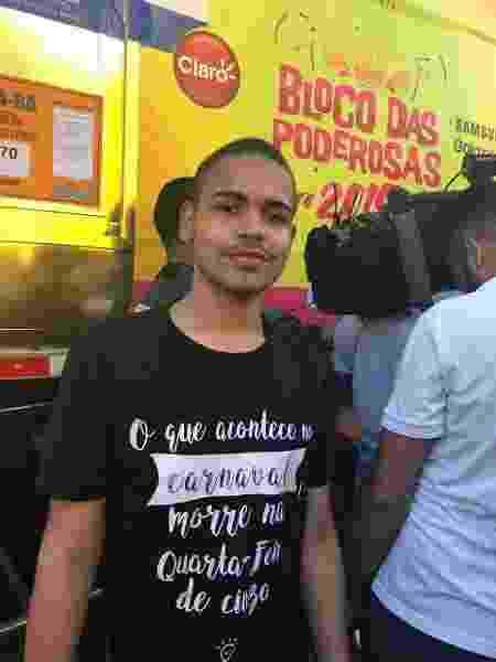 O estudante Wallace Souto Souza, 19, é fã de Anitta e saiu de Feira de Santana (BA), matou aula, para ver a cantora - Felipe Pinheiro/UOL