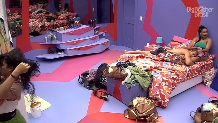 Rízia conversa com Alberto e Paula no quarto Diamante - Reprodução/Globoplay