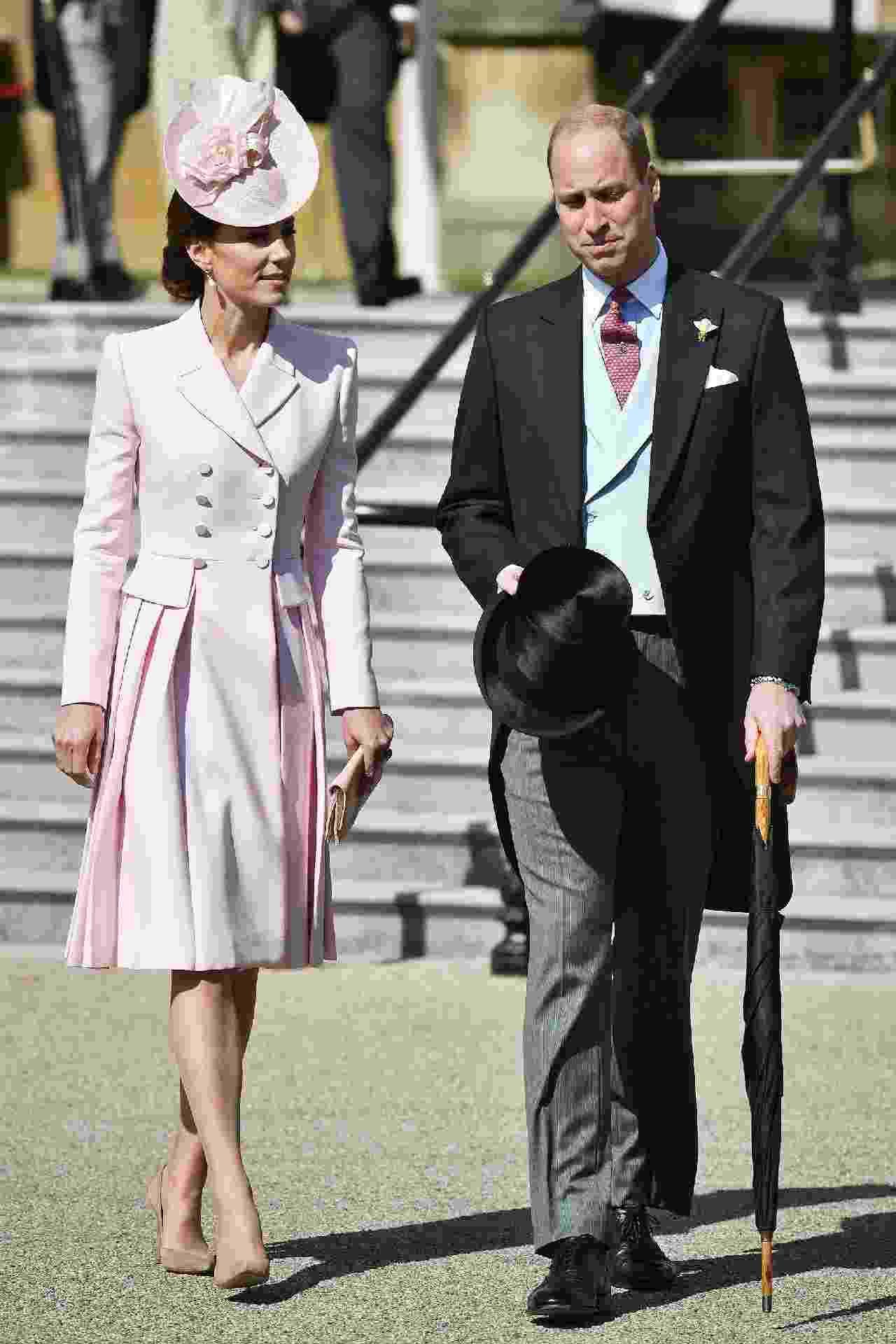 Kate Middleton e príncipe William na Garden Party da Rainha Elizabeth nesta terça-feira (21) - AFP/Getty Images