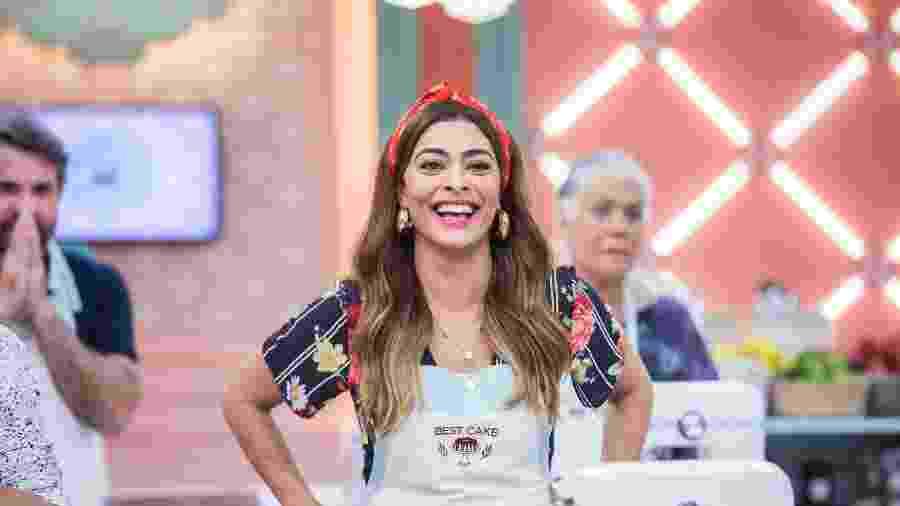 Juliana Paes é pura felicidade nos bastidores de reality de culinária de A Dona do Pedaço  - Victor Pollak TV Globo