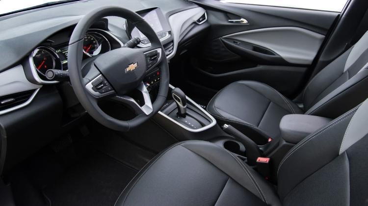 Cabine do Chevrolet Onix Hatch é idêntica à do Onix Plus, com exceção do espaço no banco de trás - Divulgação
