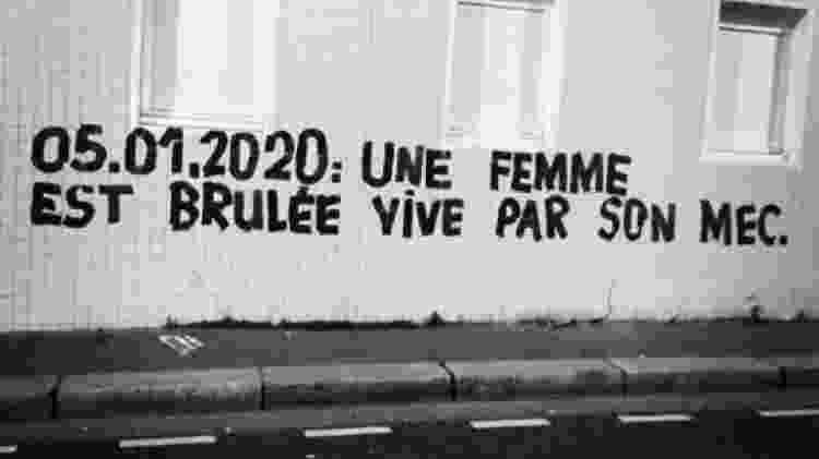 05.01.2020: Uma mulher foi queimada viva pelo seu namorado, diz a pintura em Paris - Reprodução/Twitter Margueritte Stern