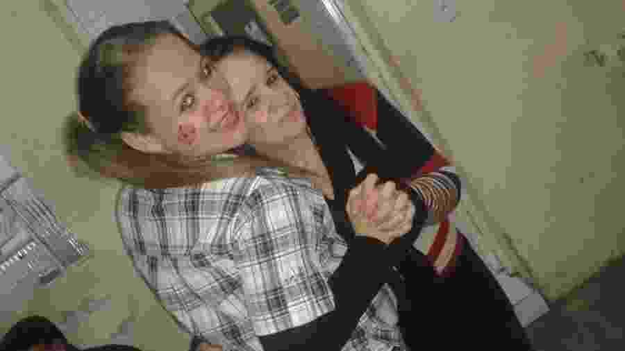 A enfermeira Grazielle Barbosa com a mãe, Edneia - Reprodução/Facebook