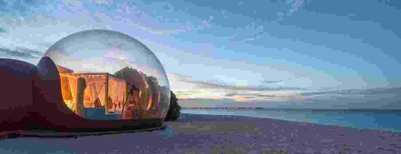 Beach Bubble contempla quem procura por um local isolado e contato praticamente direto com a areia e o mar - Reprodução/@seefromthesky