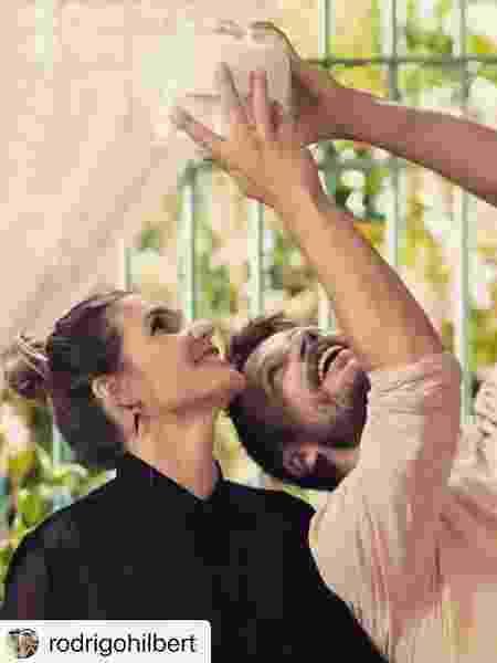 """Rodrigo Hilbert e Fernanda Lima no """"É de Casa"""" - Reprodução/Instagram @fernandalimaoficial"""