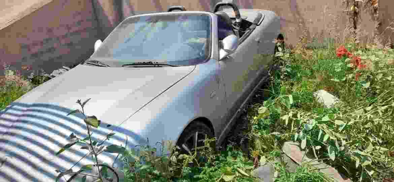 Empresário comprou Maserati coberta por mato e estima gastar até R$ 15 mil nos reparos; exemplar idêntico abandonado em Guarujá (SP) tem conserto estimado em R$ 400 mil - Arquivo pessoal