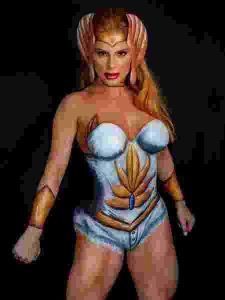 Deborah Albuquerque posando como a guerreira She-Ra - Kleber Alepereira