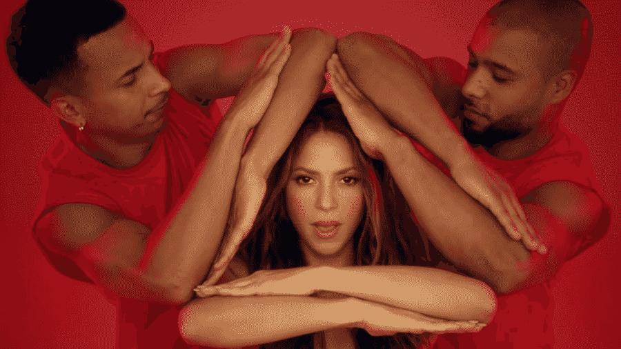 """Shakira com dançarinos no clipe de """"Girl Like Me"""" - Reprodução/YouTube"""