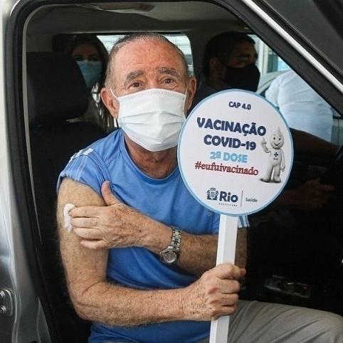 Renato Aragão recebe segunda dose da vacina contra a covid-19 - Reprodução/Instagram
