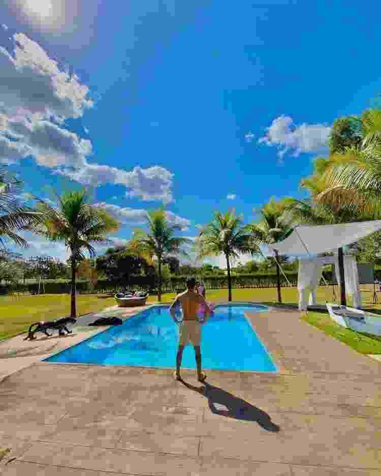 """Piscina da mansão do sertanejo Rodolffo, do """"BBB 21"""", em Goiânia - Reprodução / Instagram"""