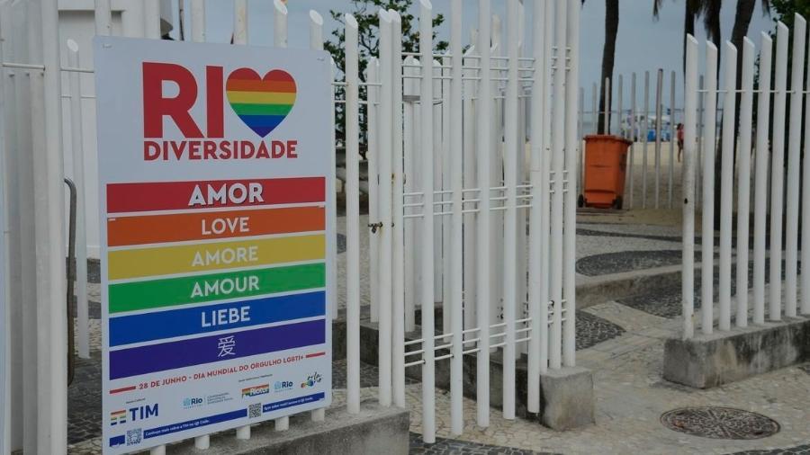 Postos em Copacabana recebem painéis em comemoração ao mês do Orgulho LGBTQIA+, que acontece em junho - Tomaz Silva/Agência Brasil