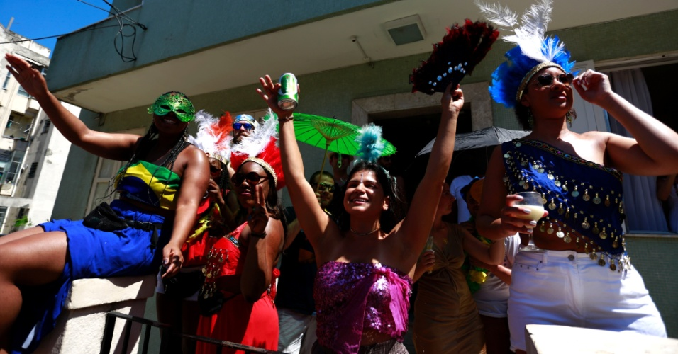 5.fev.2016 - Bloco das Carmelitas desfila pelas ruas de Santa Teresa no Rio de Janeiro