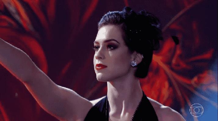 """30.out.2016 - Sophia Abrahão foi a primeira a disputar a semifinal da """"Dança dos Famosos"""" - Reprodução/TV Globo"""