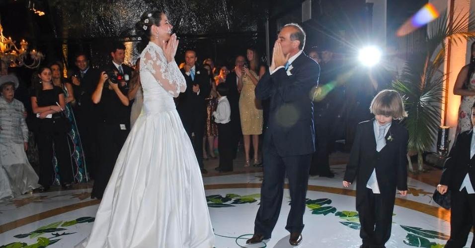 25.nov.2016 - João registrou Luciana Gimenez e Marcelo de Carvalho dançando a valsa durante o casamento em agosto de 2006
