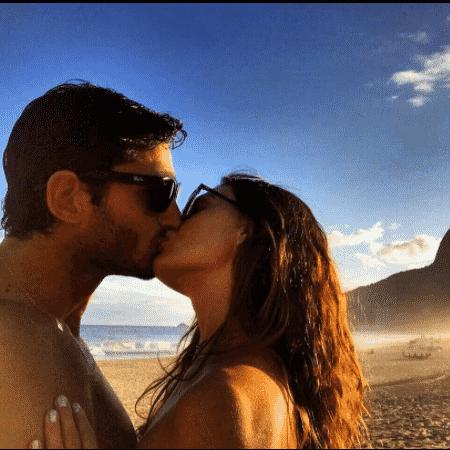 Isis Valverde posta foto romântica com o namorado - Reprodução/Instagram isisvalverde