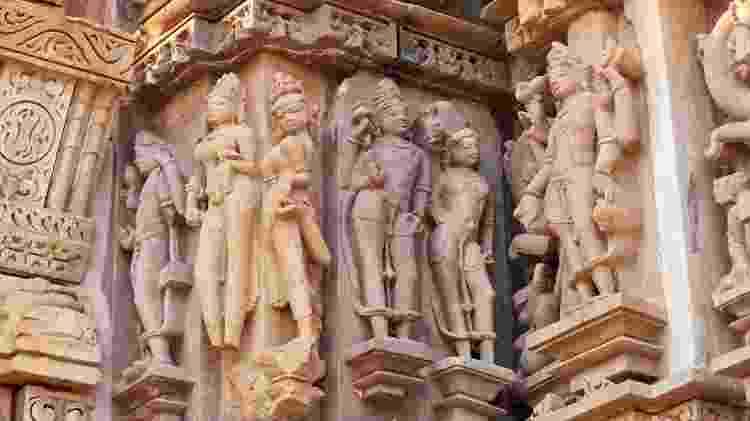 Ninfas em posições sugestivas são comuns na arte erótica indiana - Getty Images - Getty Images
