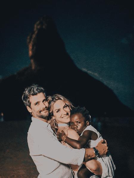 Bruno Gagliasso, Giovanna Ewbank e a filha, Titi - Raul Aragão/Reprodução Instagram