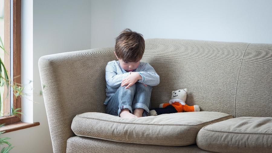 Para os meninos, certas frases machistas e carregadas de preconceito podem gerar muito sofrimento, em qualquer fase da vida - Getty Images