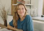 """Gisele Bündchen recebe visita """"especial"""" da filha em set de gravação - Reprodução/Youtube"""