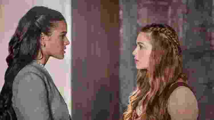 Um dos segredos revelados na reta final é o parentesco entre Catarina (Bruna Marquezine) e Amália (Marina Ruy Barbosa): as duas são irmãs - Divulgação/TV Globo - Divulgação/TV Globo