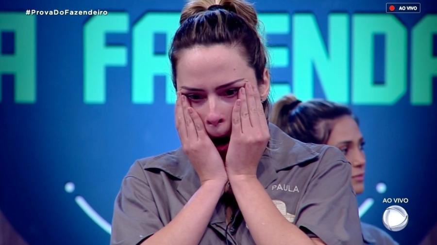 """Ana Paula chora durante programa ao vivo de """"A Fazenda 10"""" - Reprodução/RecordTV"""