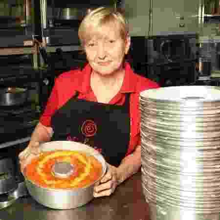Alzira Ramos começou seu negócio vendendo cinco bolos para um bar vizinho à sua casa - Divulgação