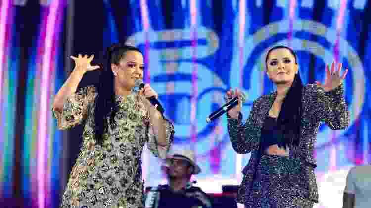"""As irmãs Maiara e Maraisa levantaram o publico ao cantar um repertório recheado de sucessos como """"Traí sim""""',  """"Te procurava de novo"""", """"10%"""" e """"Medo bobo"""" - João Alvarez/UOL - João Alvarez/UOL"""
