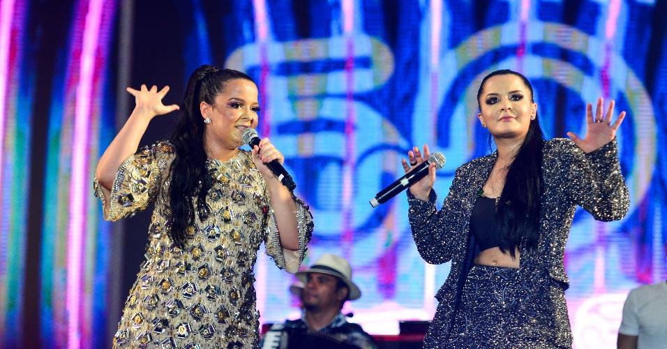 """As irmãs Maiara e Maraisa levantaram o publico ao cantar um repertório recheado de sucessos como """"Traí sim""""',  """"Te procurava de novo"""", """"10%"""" e """"Medo bobo"""""""