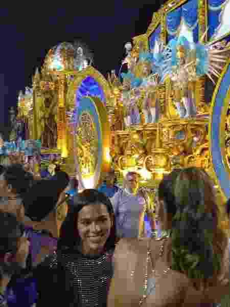 Bruna Marquezine assiste desfile da Vila Isabel - Marcela Ribeiro/UOL