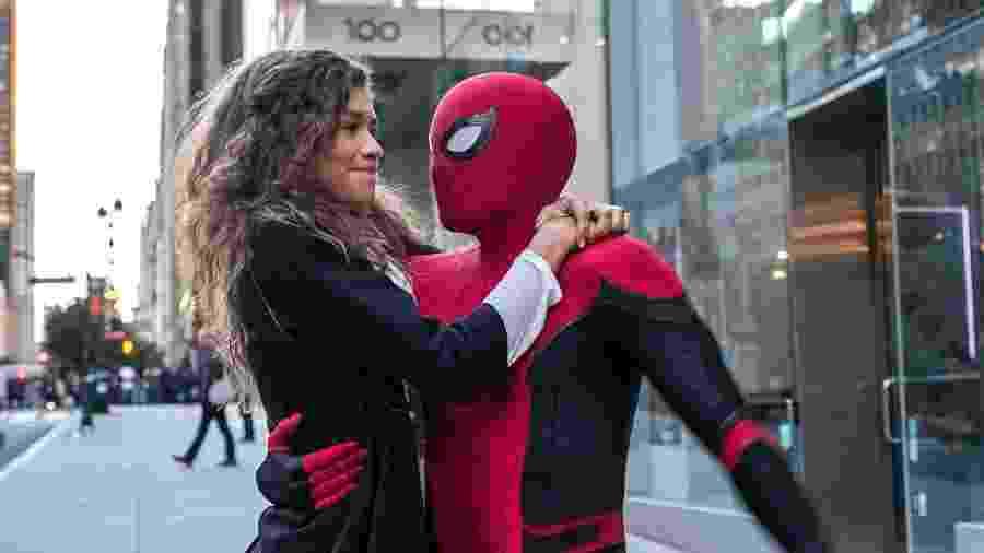 """Homem-Aranha (Tom Holland) e MJ (Zendaya) em cena de """"Homem-Aranha: Longe de Casa) - Divulgação"""