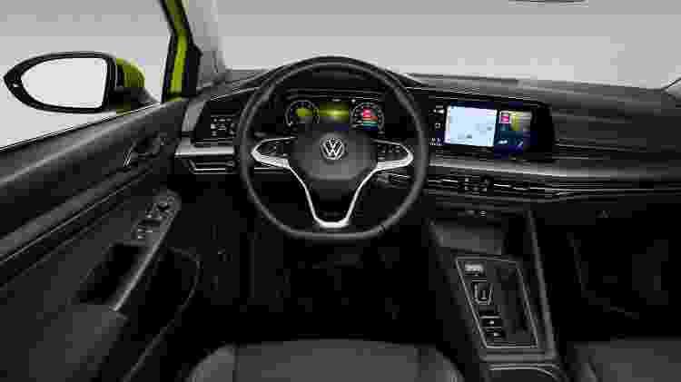 """Cabine traz painel digital integrado à central multimídia, alavanca de câmbio de Porsche e """"head-up display"""" - Divulgação"""