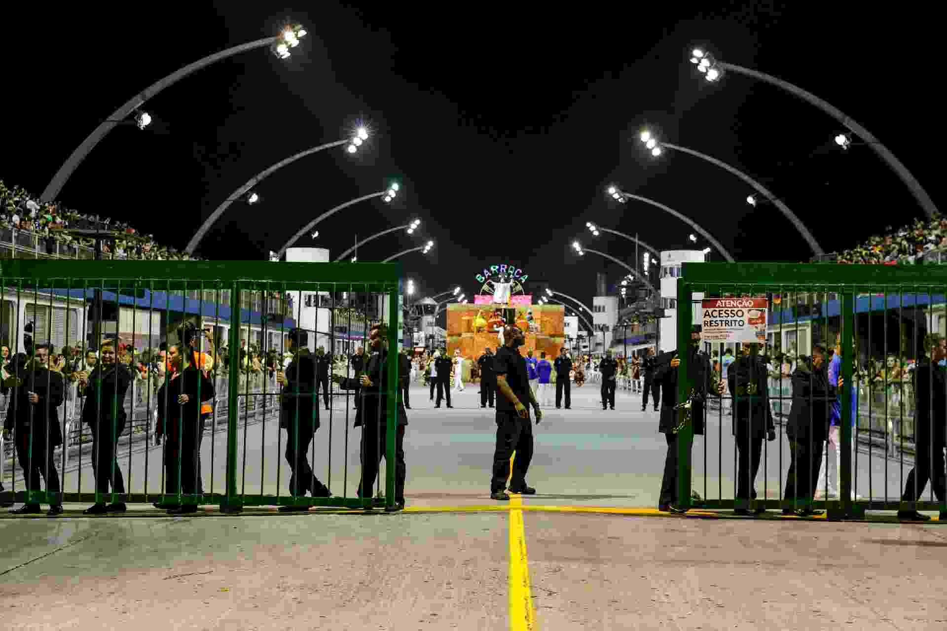 Dispersão do desfile da Barroca Zona Sul - Mariana Pekin/UOL