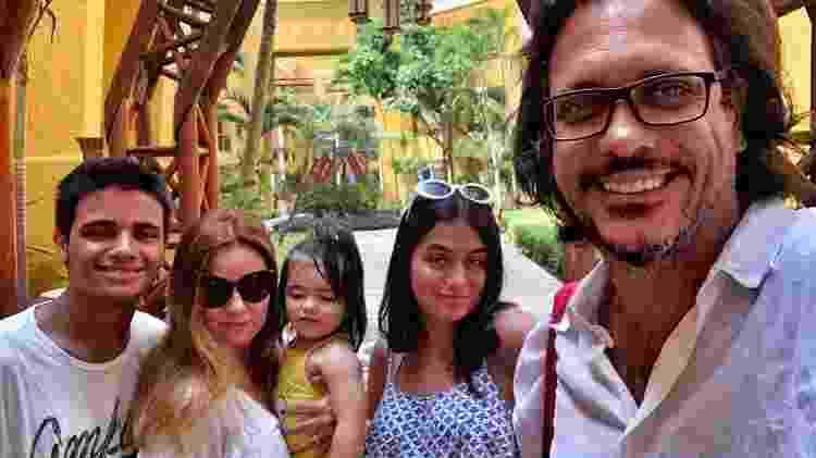 Lúcio Mauro Filho com a mulher, Cíntia, e os filhos, Bento, Luiza e Liz - Reprodução/ Instagram - Reprodução/ Instagram