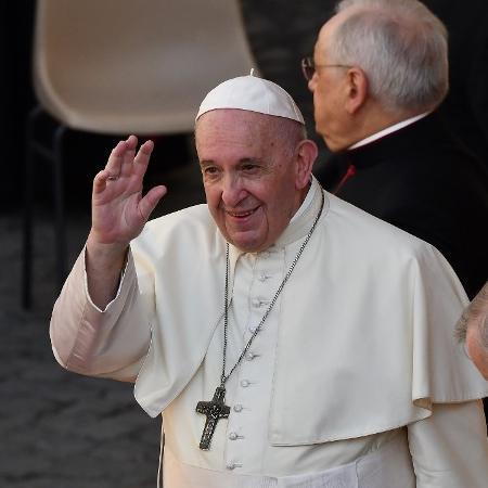 Arquivo - Papa fez elogios a uma mãe que estava amamentando e buscando acalmar seu filho durante a audiência geral - Vincenzo Pinto/AFP