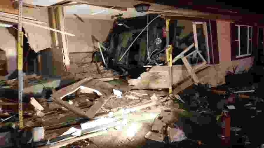 Ford Mustang 2011 destrói casa nos EUA - Reprodução