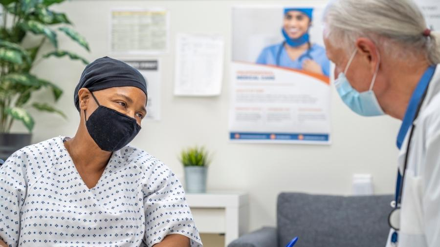 As principais dúvidas envolvem as diferenças entre os tipos de vacina, o impacto na imunoterapia contra o câncer e o tempo entre as doses - iStock