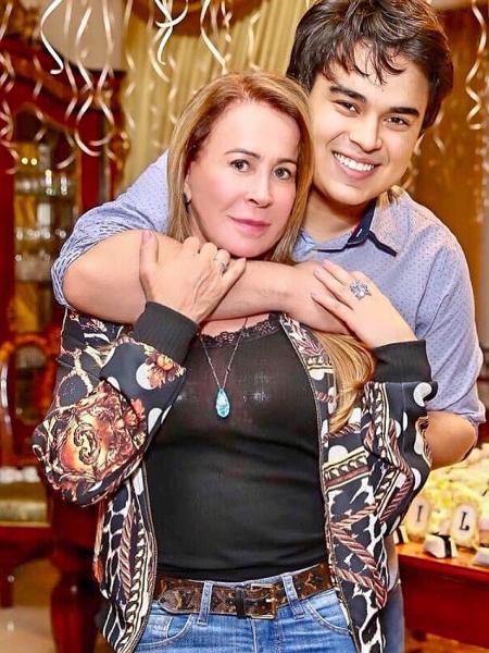 Zilu Godói ao lado do filho, Igor Camargo, de seu casamento com Zezé di Camargo - Reprodução/Instagram