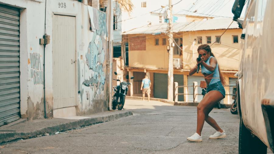 """Dandara Mariana no clipe de """"Da Boca"""", de L7NNON - Reprodução/YouTube"""