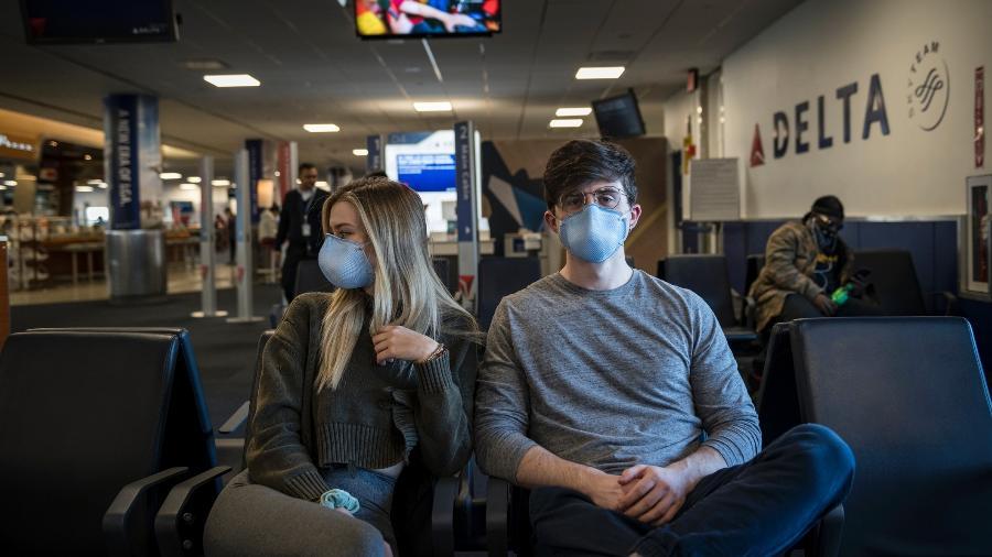 Passageiros em aeroporto em Nova York, EUA - Getty Images