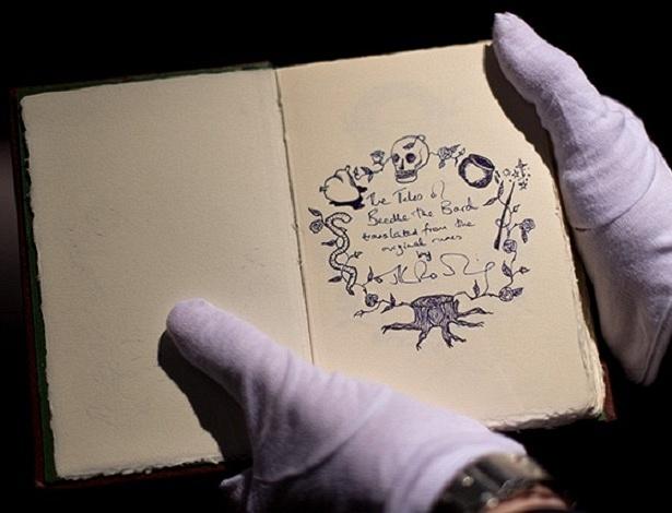 """Imagem do livro """"Os Contos de Beedle, o Bardo"""", de J. K. Rowling - Sotheby´s/Reprodução"""