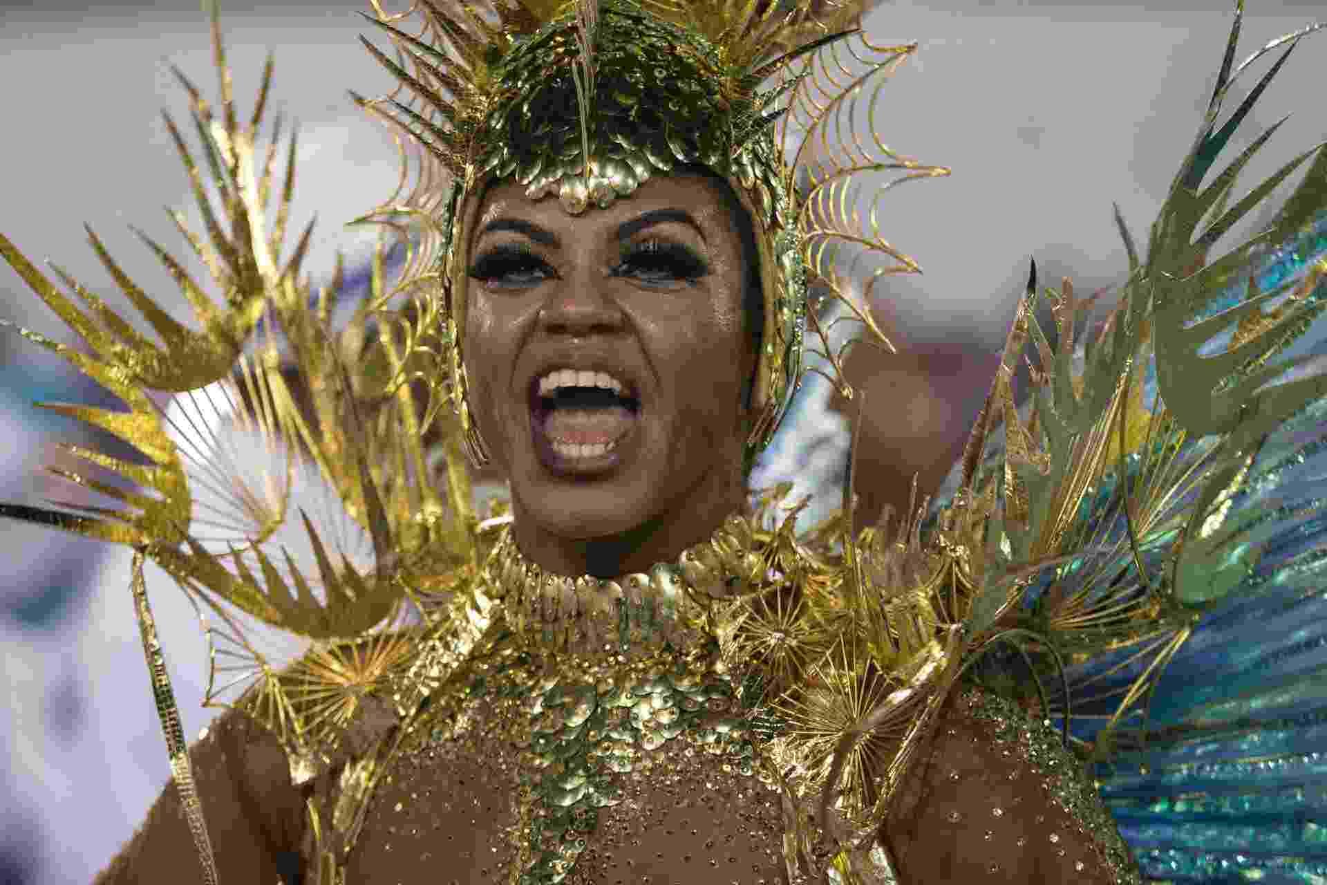 """27.fev.2017 - Maior campeã do Carnaval carioca, com 21 campeonatos, a Portela tenta em 2017 sair de um jejum que já dura desde 1984. O enredo é """"Quem Nunca Sentiu o Corpo Arrepiar ao Ver esse Rio Passar"""" - Bruna Prado/UOL"""