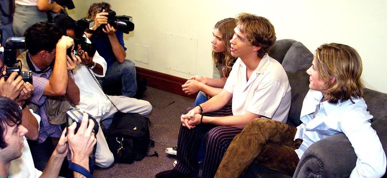 Os irmãos Zac, Isaac e Taylor concedem entrevista no hotel Renaissance em sua primeira passagem pelo Brasil, em 2000 - Márcio Fernandes/Folhapress