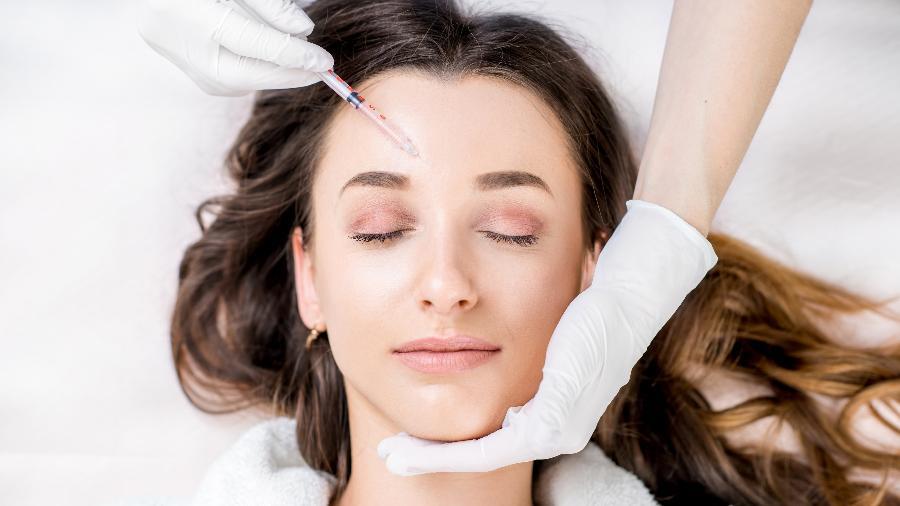 No procedimento, o dermatologista injeta ácido hialurônico na pele para estimular a produção de colágeno - iStock
