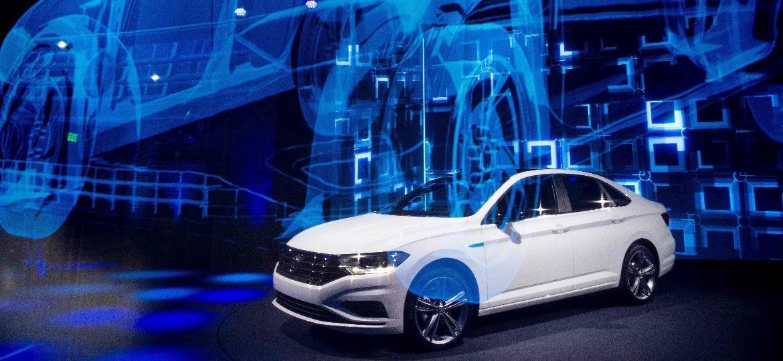 Nova geração do Volkswagen Jetta foi considerada uma das atrações mais importantes do evento -- e também para o Brasil - Jim Watson/AFP