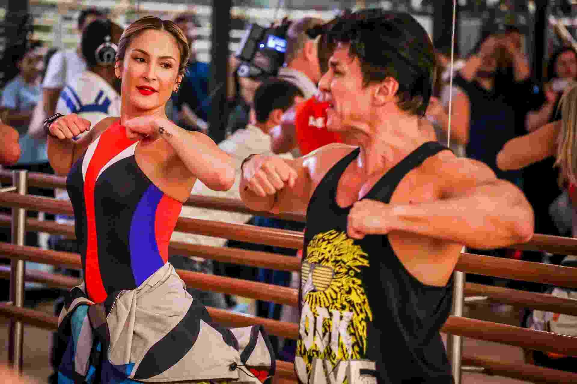 Claudia Leitte e criador da Zumba promovem aula de dança em SP - Edson Lopes Jr./UOL